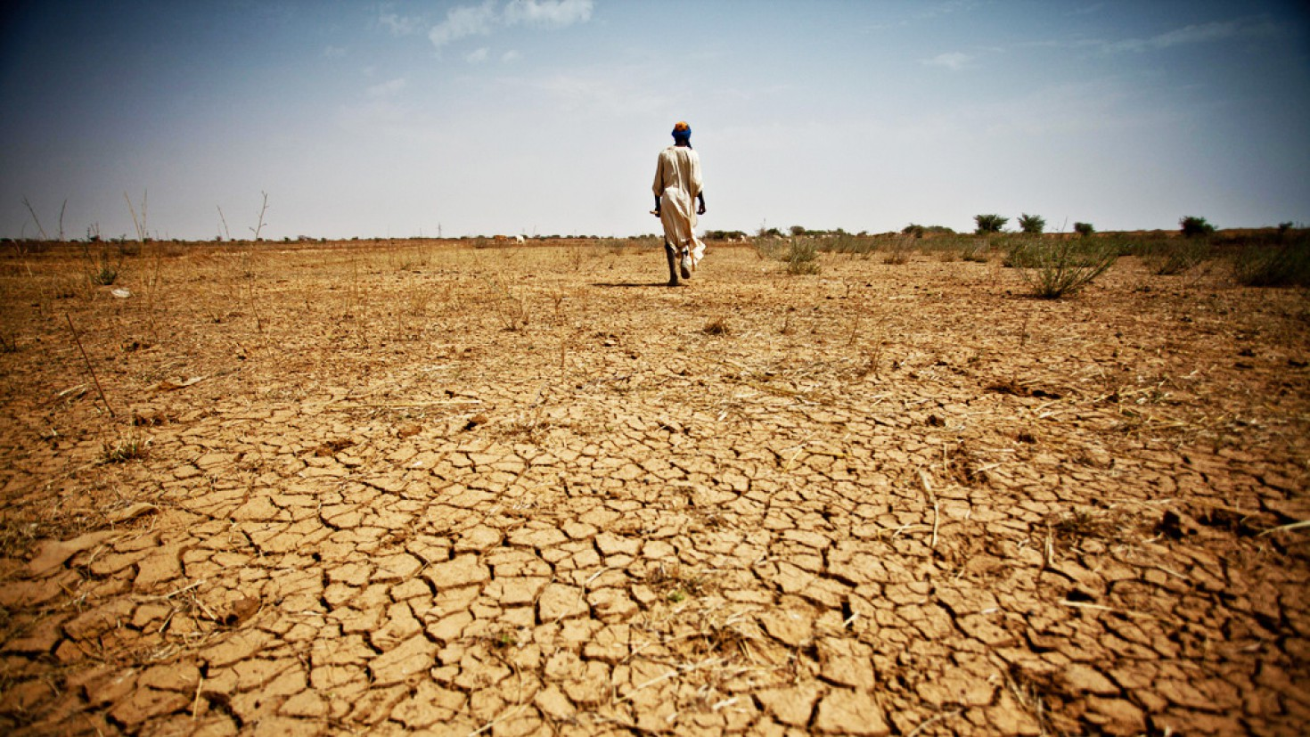 Arid soils in Mauritania, 2013. Longer, hotter, more regular heat waves could have a damaging effect on life expectancy and crop production in Africa.Photo credit: oxfam/flickr/creative commons