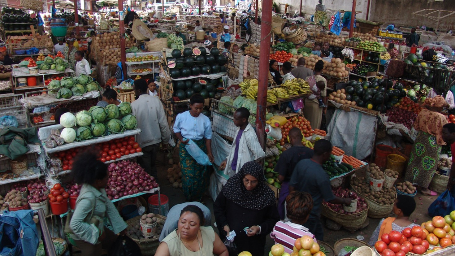 market in Arusha, Tanzania, 2007 (foto: HANSCO / Flickr / creative commons)