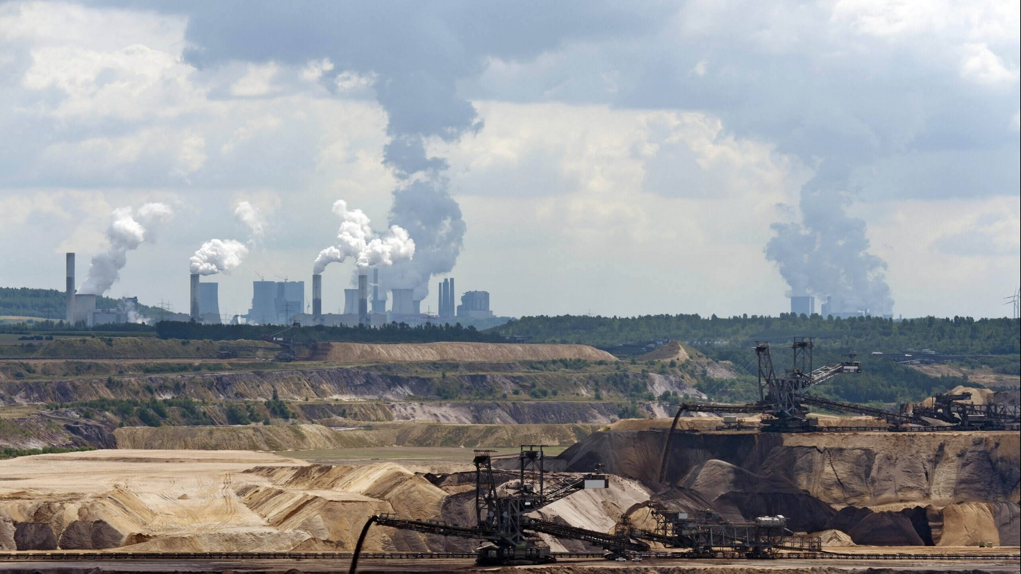 Power production is a large source of CO2 emissions in many countries. In this picture, you see a lignite mine in north-Rhine Westphalia in Germany, with lignite-fired power plants Neurath and Niederaussem in the background. Photo credit: Getty Images.